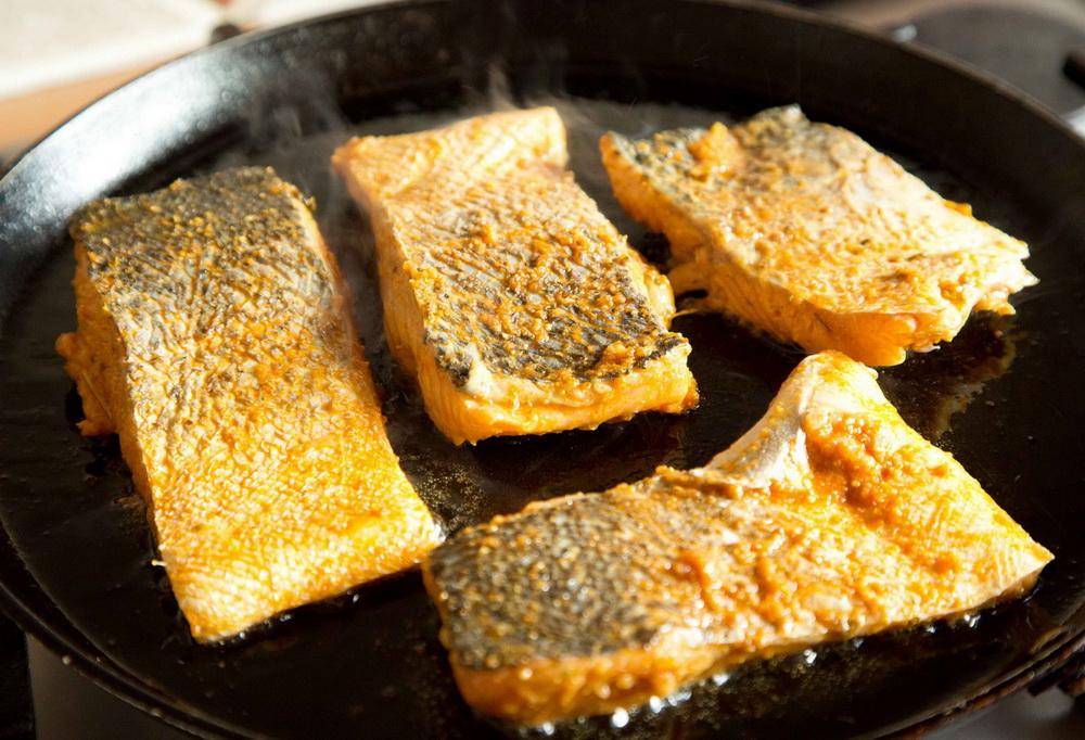 lahori-pan-fried-salmon-fish