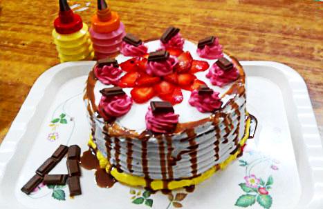 Strawberry Cake with Cadbury (10)