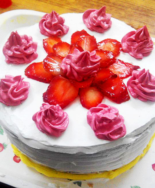 Strawberry Cake with Cadbury (9)